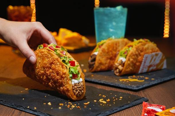 Taco Bell S New Toasted Cheddar Chalupa Is A Super Cheesy