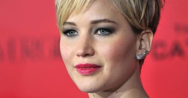 celebrities with short hair female
