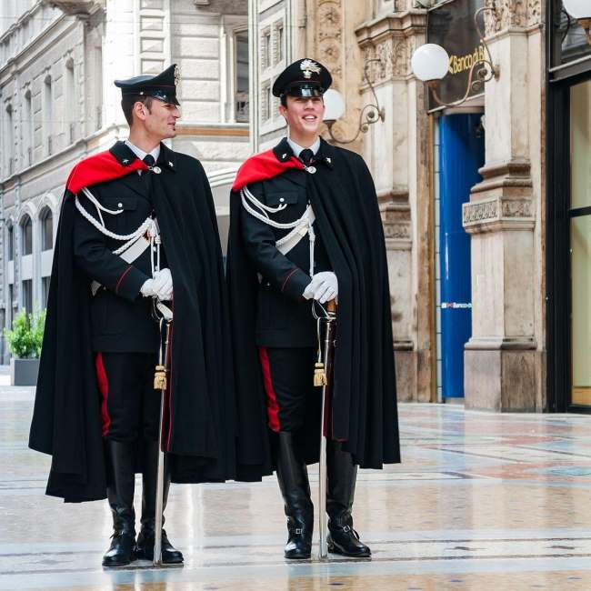 28 Photos Of Police Uniforms From Around The World