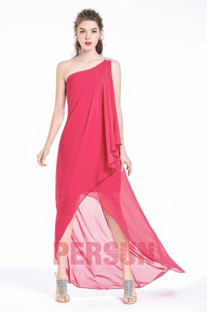 robe de soirée asymétrique fuchsia orné de bijoux