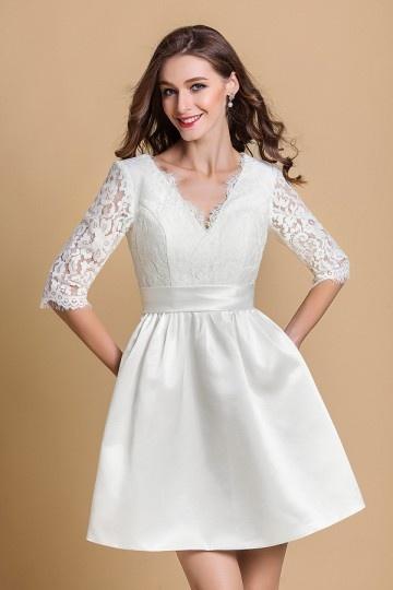 Robe de mariée courte blanche à manche en dentelle