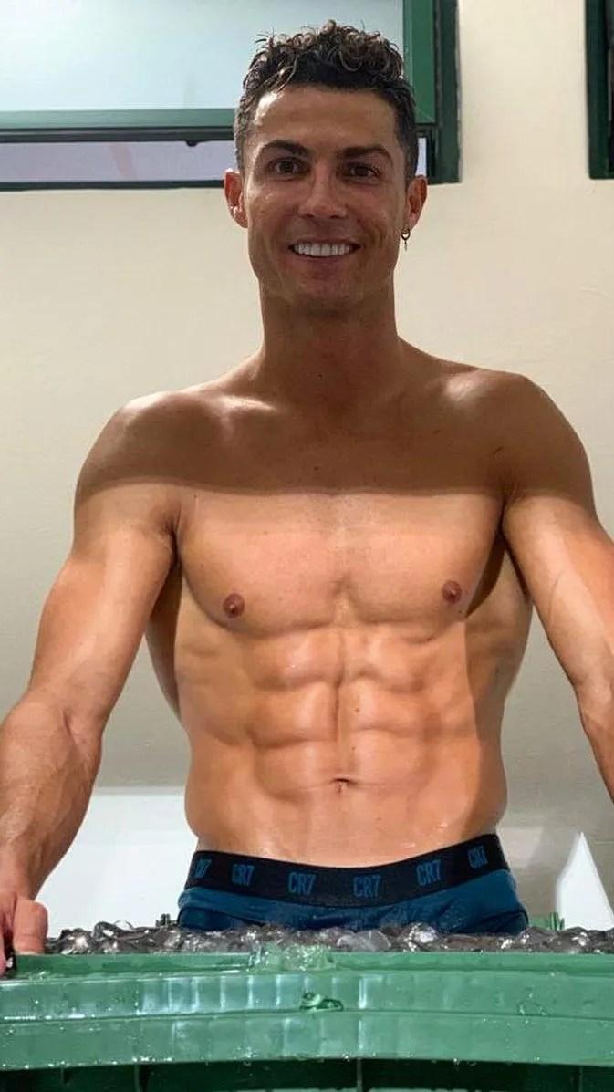 Ronaldo No Shirt : ronaldo, shirt, Cristiano, Ronaldo, Shirtless, Photos:, Check, Times, Footballer, Showcased, Toned, Physique