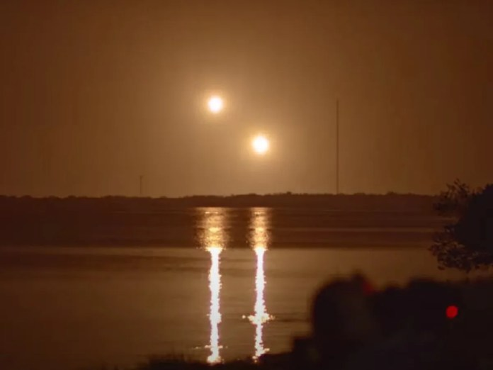 SpaceX Falcon rocket boosters look like two sinking suns