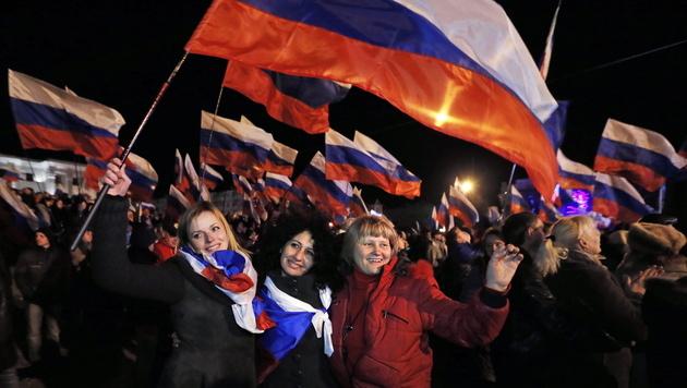 Krim: Deutliche Mehrheit für Anschluss an Russland (Bild: APA/EPA/YURI KOCHETKOV)