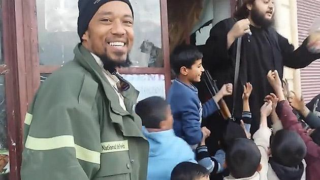 "IS-Rapper ""Deso Dogg"" tappte in FBI-Liebesfalle (Bild: YouTube.com)"