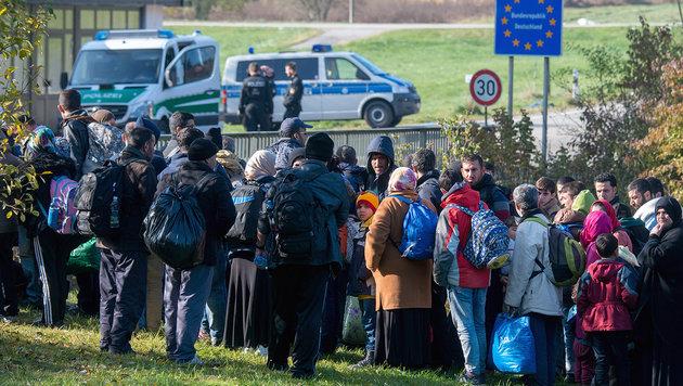 Flüchtlinge an der Grenze zu Deutschland (Bild: APA/dpa/Armin Weigel)