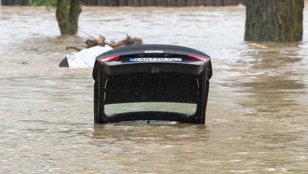 Bayern: Katastrophenalarm nach schweren Unwettern (Bild: APA/dpa/Armin Weigel)