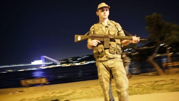 Militärputsch in der Türkei: Erdogan gestürzt? (Bild: APA/AFP/YASIN AKGUL)