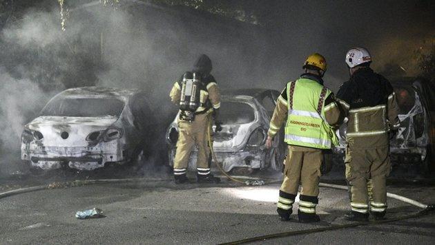 Ausgebrannte Autos in Malmö (Bild: EPA)