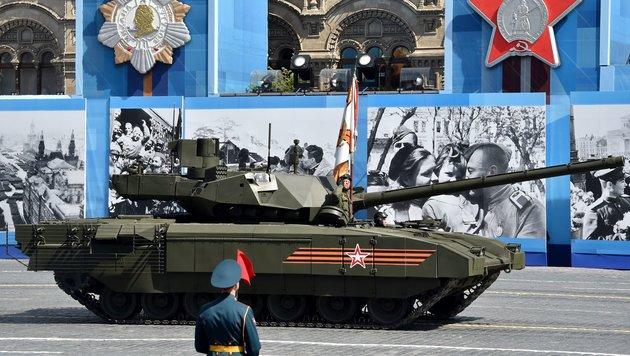 """Russlands neuer """"Super-Panzer"""" T-14 (Bild: AFP)"""