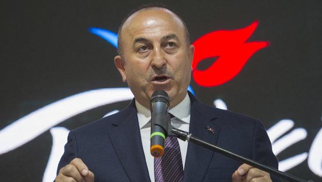 Außenminister Cavusoglu versucht nun in Frankreich sein Glück. (Bild: AFP)