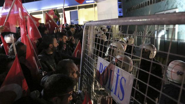Türkei-Konflikt: Schwere Krawalle in Rotterdam (Bild: The Associated Press)