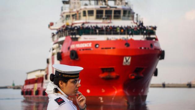 NGO-Schiff konnte nicht in Lampedusa anlegen (Bild: ANSA)