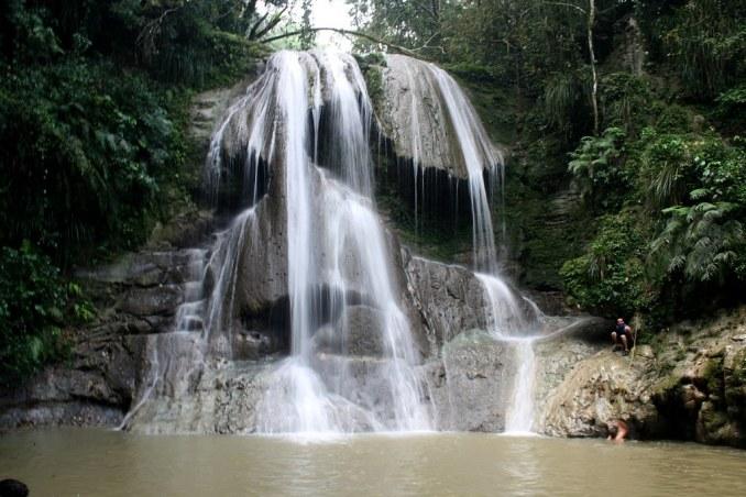 Rescatan a dos que había quedado atrapados en cascadas de Gozalandia