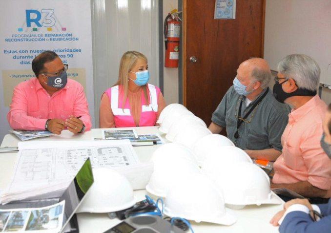 Gobernadora visita construcción de égida en Caguas