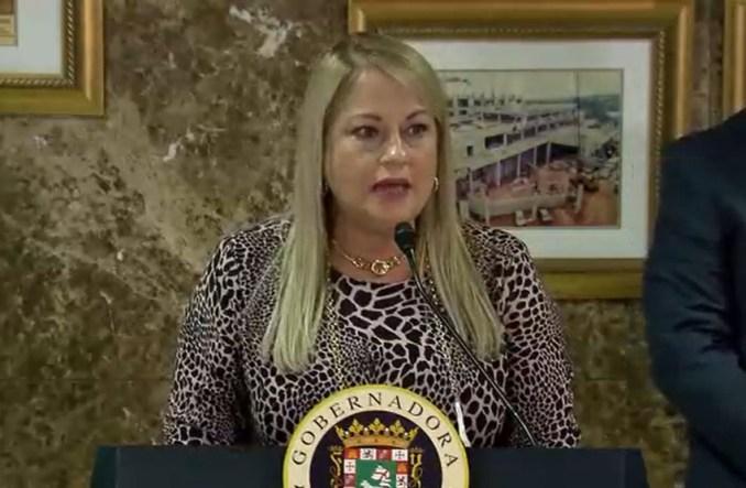 Gobernadora dice que se quitaba la mascarilla porque todo su equipo de trabajo la tenía puesta