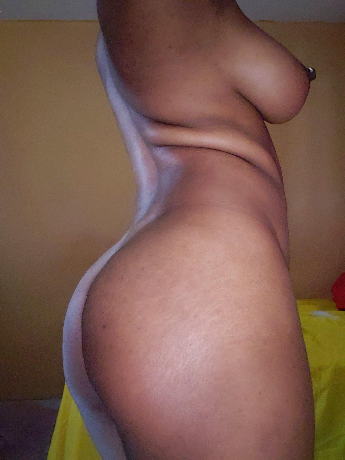 skyhi-naked-photo.jpg