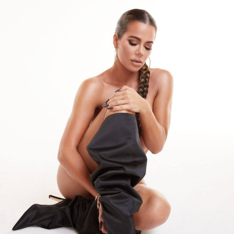 Khloe-Kardashian-Black-Boots-2020.jpg