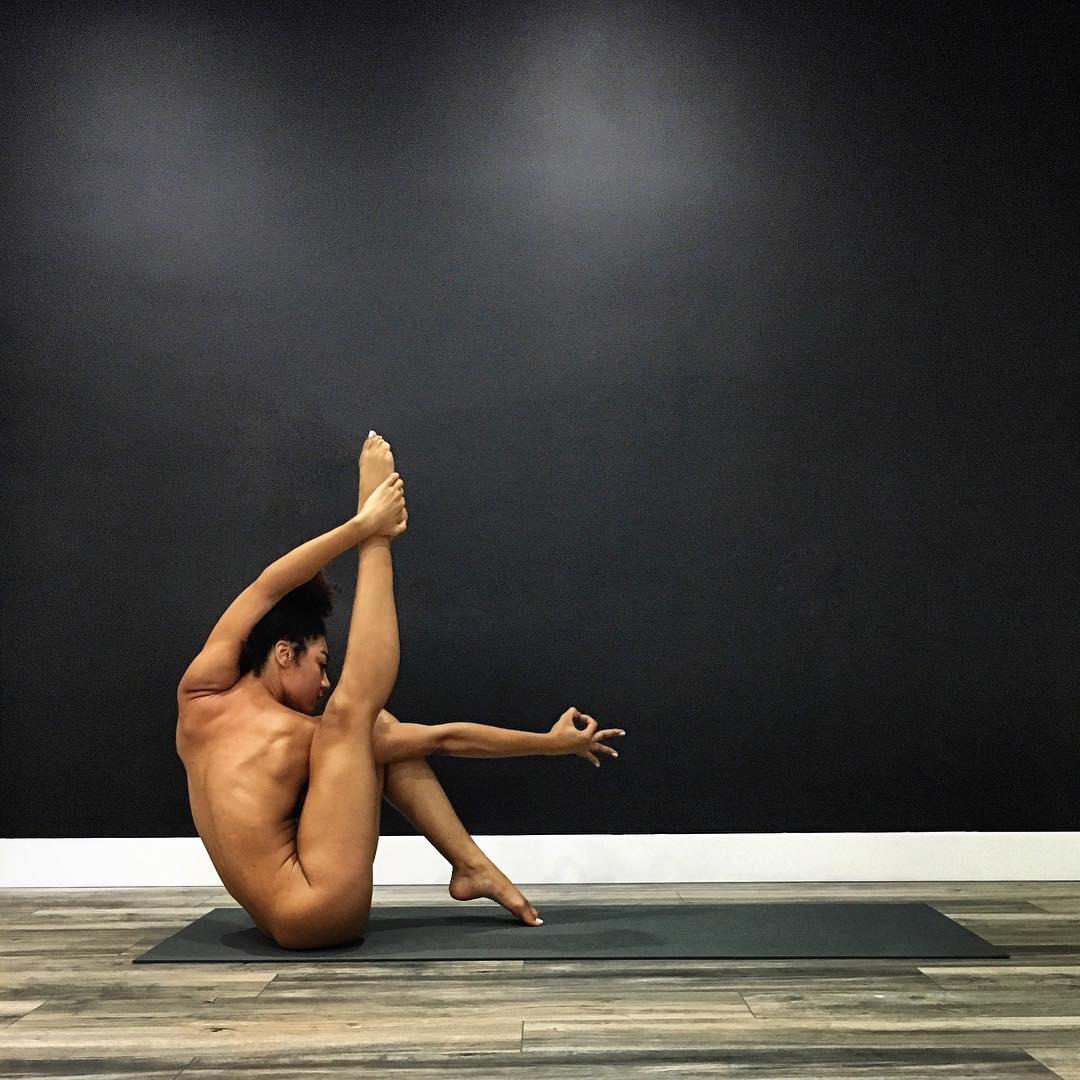 jess-taras-naked-stretch-yoga.jpg