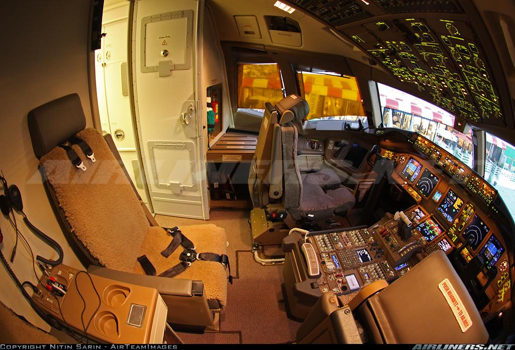 Boeing 777 2DZLR Qatar Airways Aviation Photo