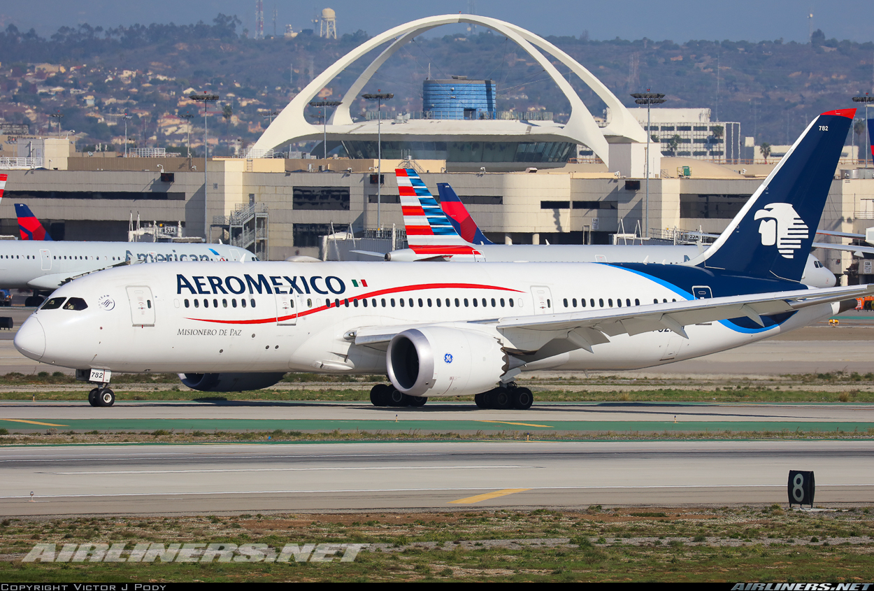 Boeing 7878 Dreamliner AeroMexico Aviation Photo