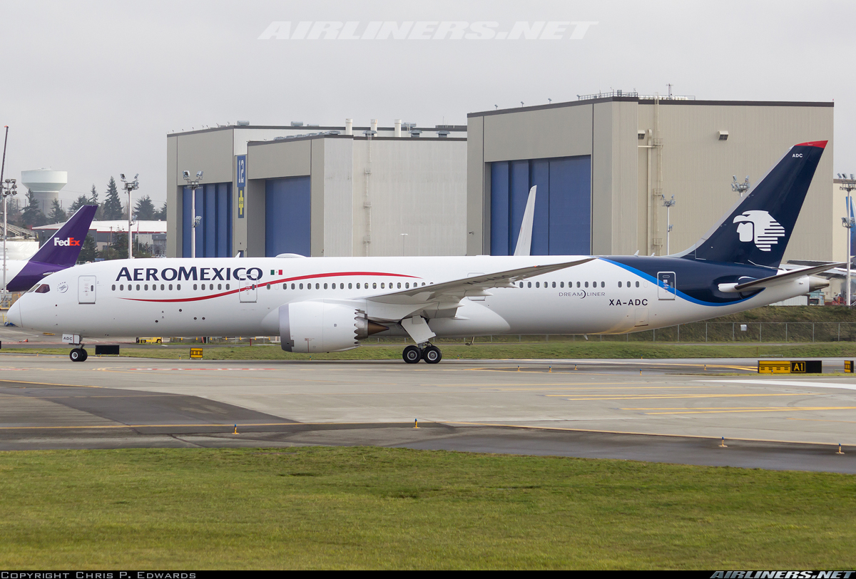 Boeing 7879 Dreamliner AeroMexico Aviation Photo