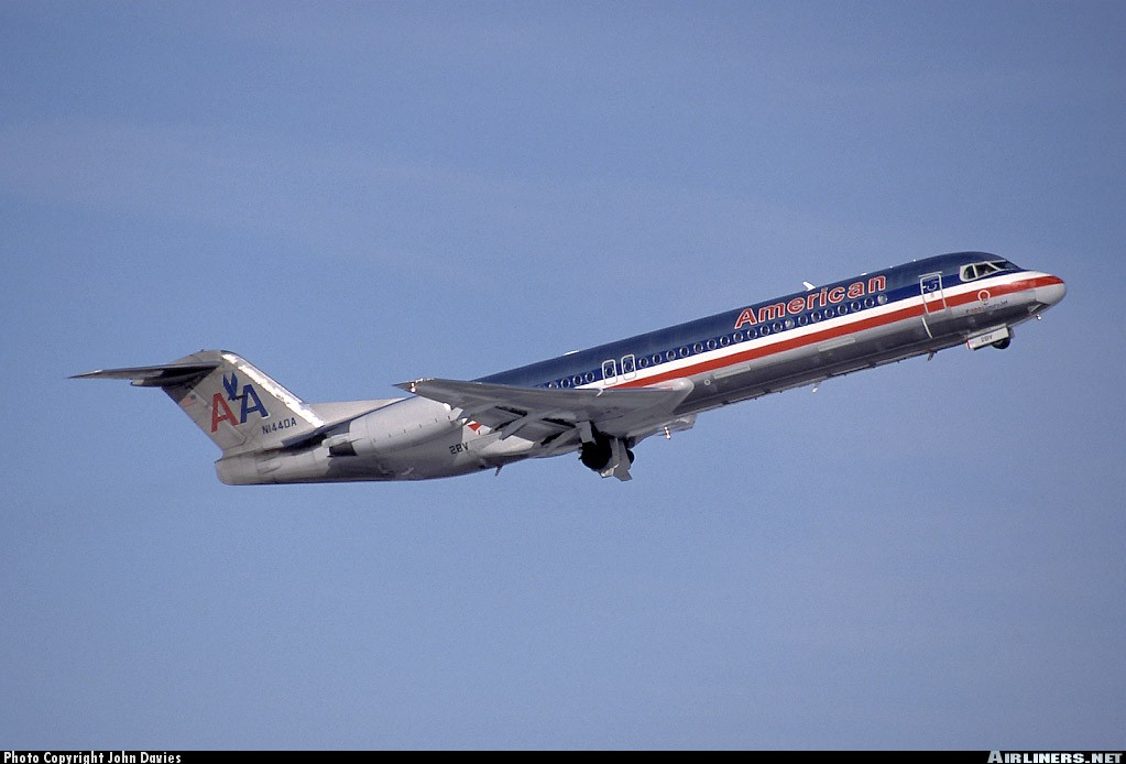 Fokker 100 (F-28-0100) - American Airlines | Aviation Photo #0152829 | Airliners.net