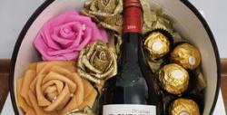 Подаръчна кутия за 8 Март - с декорация и бонбони, козметика или вино
