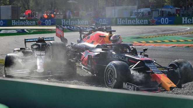 L'accident de Max Verstappen (Red Bull) et Lewis Hamilton (Mercedes) au Grand Prix d'Italie, le 12 septembre 2021