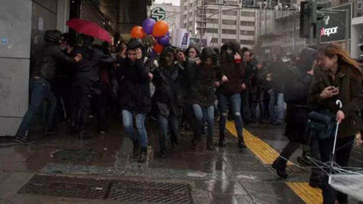 Ankara'da 'Kadınlar Günü' açıklamasına sert müdahale: Gözaltılar var
