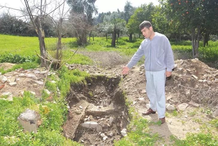 Tuvalet çukuru kazdığı alanda, Roma dönemi mozaik buldu