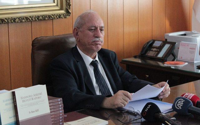 Bakan Akar, kitabının telif gelirlerini TSK Mehmetçik Vakfı'na hediye etti