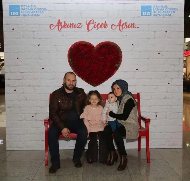 Sabiha Gökçen Havalimanı'nda sevgililer günü sürprizi