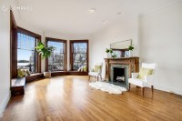 Brooklyn Heights Apartment Has Amazing Windows for Amazing ...