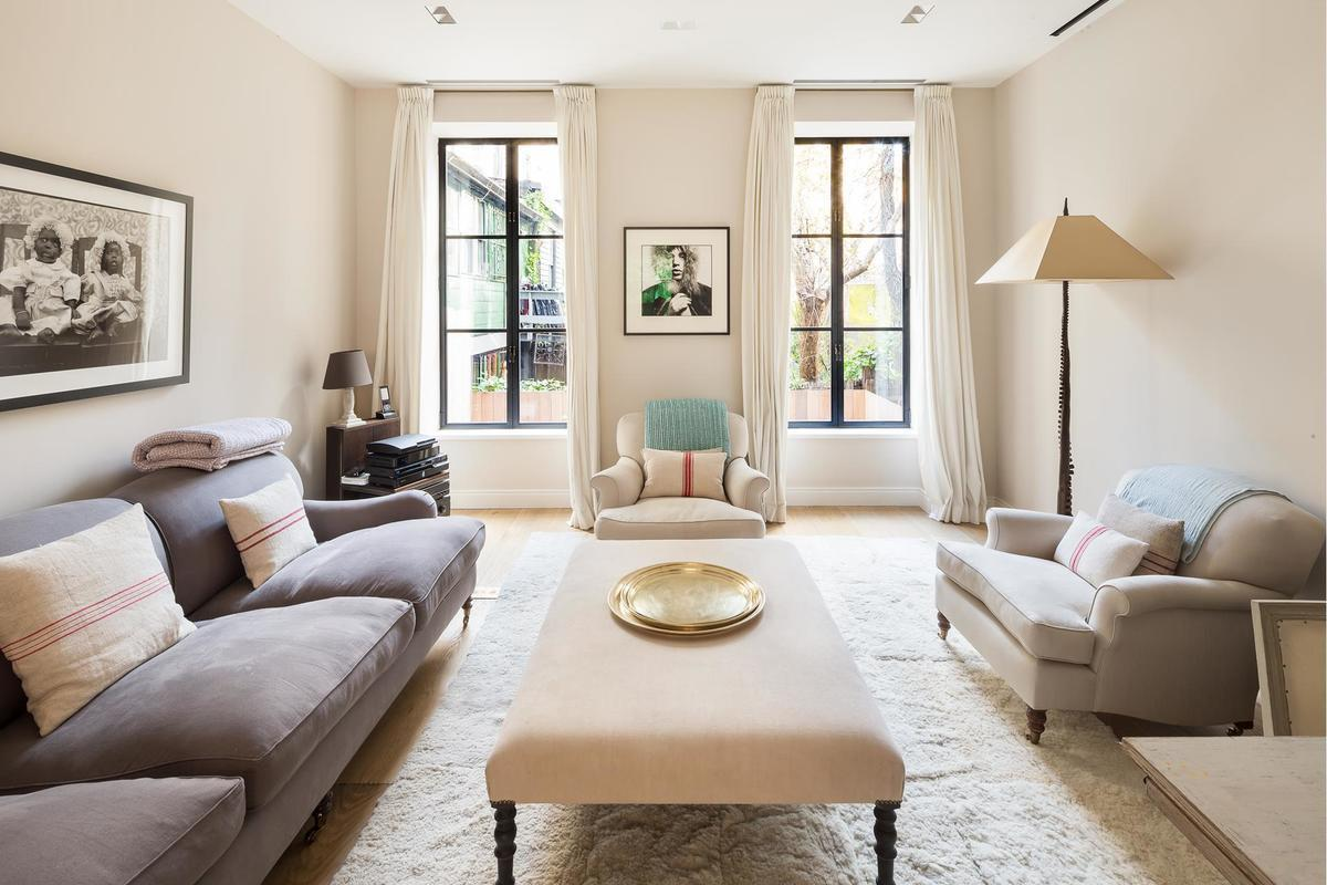 29Kmonth West Village townhouse got a modern romantic