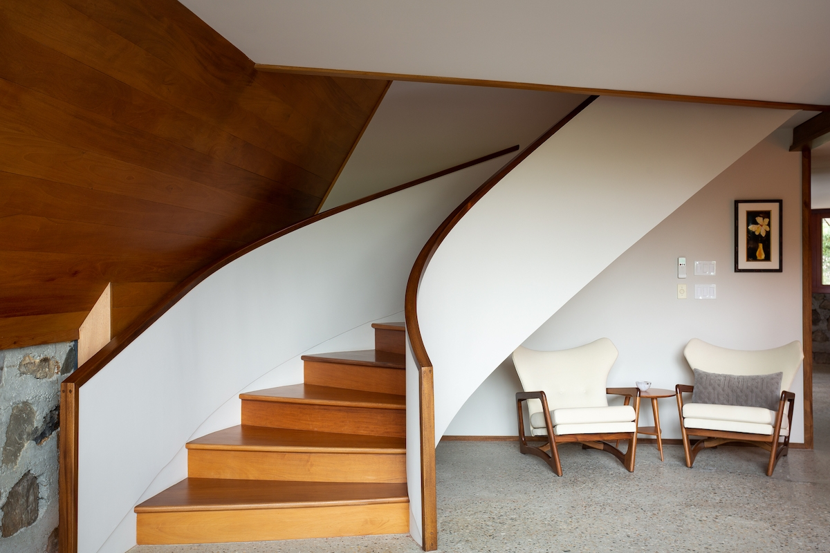 1 3M Upstate House Is A Modernist Vision By Frank Lloyd Wright S | Frank Lloyd Wright Stairs | Exterior | Farmhouse | Gordon Strong | Bedroom | Wife