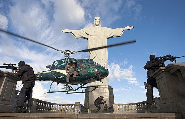 BOMBA Dilma sanciona lei que abrir as porteiras do Brasil para o terror que venham