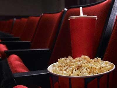 Proibir que o consumidor entre na sala de cinema com lanches comprados em outro local venda casada