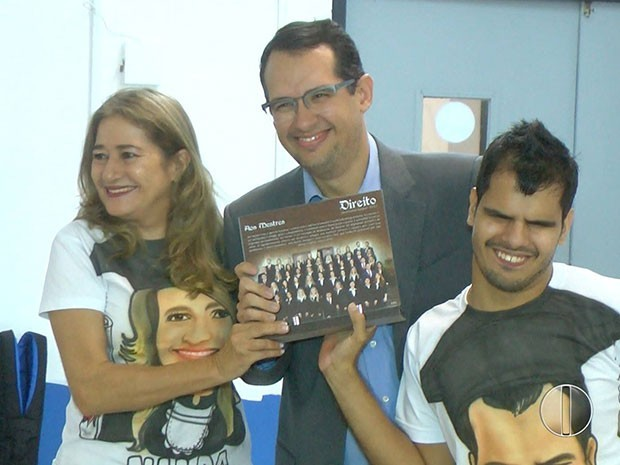 Jovem deficiente visual com paralisia cerebral se forma em direito em Natal