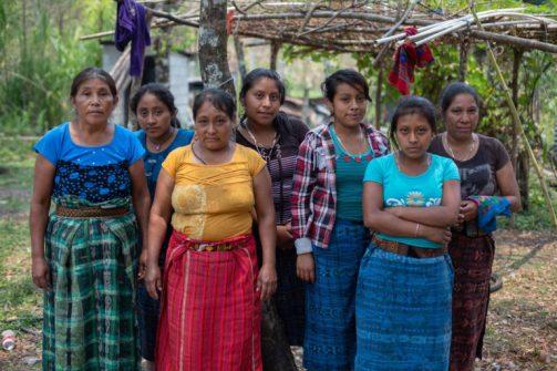 Mujeres de la frontera de Yulchen, de la Resistencia Pacífica Ixquisis, se enfrentan a un proyecto hidroeléctrico. Foto: Global Witness / James Rodriguez.