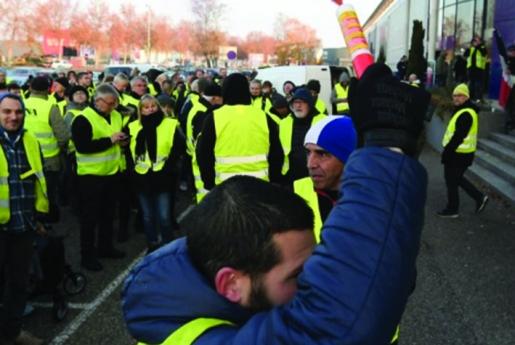 """""""Coletes Amarelos""""contra adiamento de reformas"""