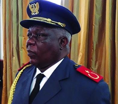 Novo chefe militar promete paz e tranquilidade
