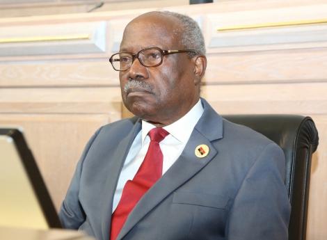 Membros da FNLA ameaçam destituir Lucas Ngonda