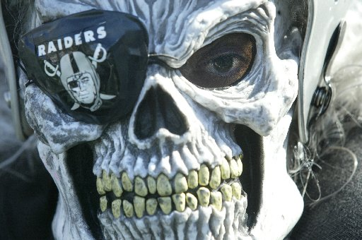 https://i0.wp.com/imgs.sfgate.com/blogs/images/sfgate/crime/2009/10/01/raiders.JPG