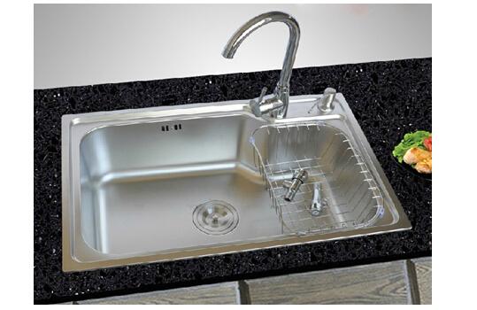 new kitchen sink swivel chairs 厨房水槽漏水怎么办 如何保养新水槽 房天下装修知识