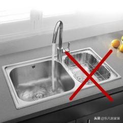 30 Kitchen Sink Glass For Cabinets 装修连犯30个错误 简直是一步一坑 我的心比这天气还凉 房产资讯 房天下 1 厨房面积大 台面面积充足的 可以选择双水槽 小厨房最好还是用大单槽 我家选了双槽 大槽洗不了锅 小槽基本不用 而且双槽太挤占空间了 不实用