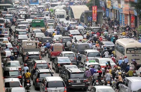 xe máy, ôtô, ô tô, hạn chế phương tiện cá nhân, cấp hạn ngạch ô tô, hạ tầng đô thị, giao thông công cộng, ùn tắc giao thông, tắc đường, Hà Nội, TP.HCM, nhà giàu