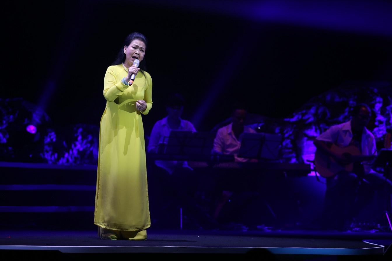 Hồ Ngọc Hà đập tan mọi nghi ngại trong đêm nhạc Khánh Ly