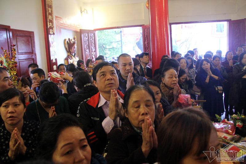 Hà Nội: Biển người chen chân đi lễ đầu năm