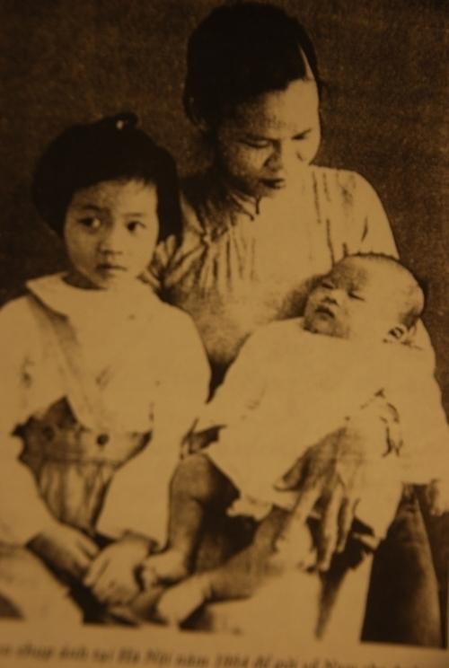 Tổng bí thư Lê Duẩn, Bà Bảy Vân, Lê Vũ Anh, Lê Kiên Thành, Lê Kiên Trung, Nguyễn Thụy Nga